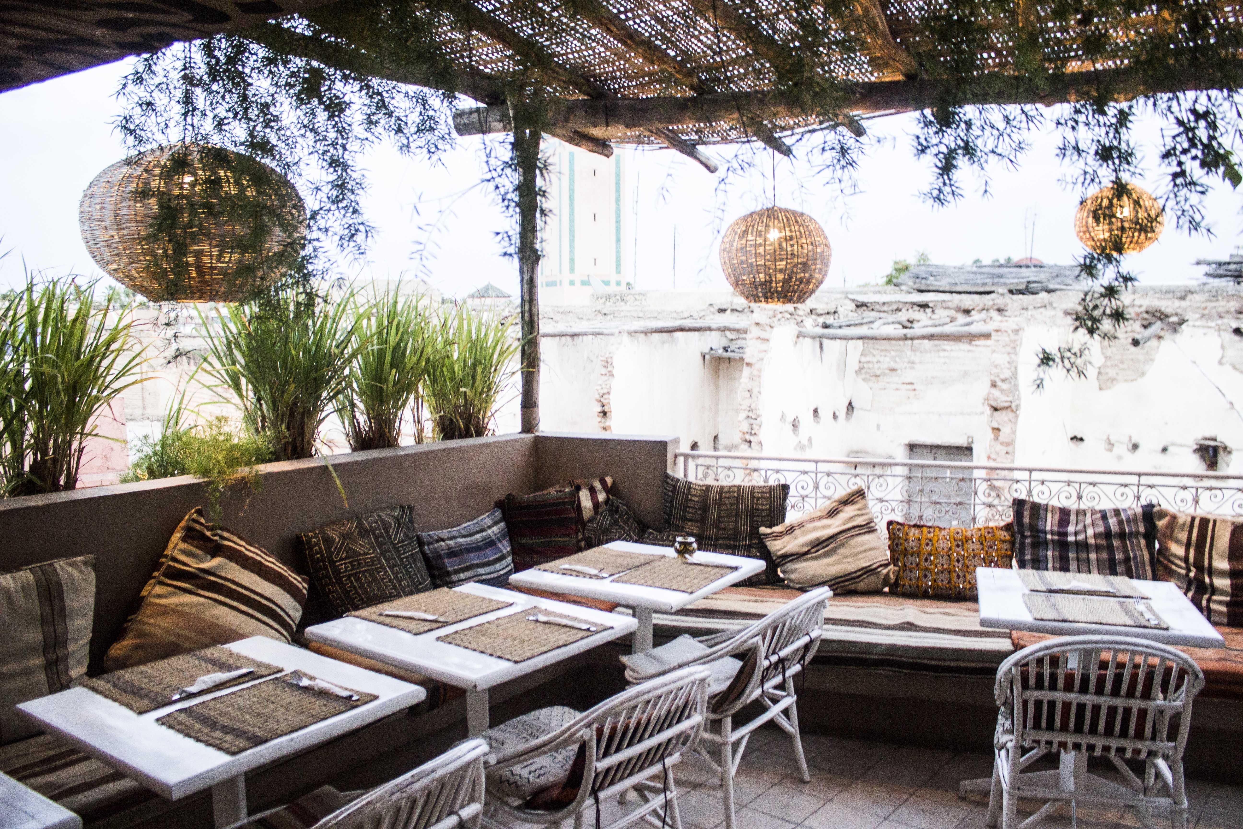 Mes adresses pour bien manger a marrakech curvy blue marine for Le jardin 32 route sidi abdelaziz marrakech 40000